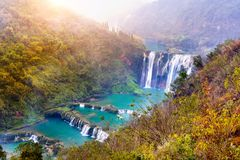 Cascade de Jiulong dans Luoping, Chine Images stock