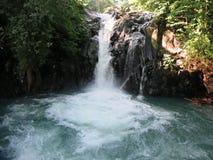 Cascade de Kroya dans le jardin secret de Sambangan dans Bali, Indon?sie photo libre de droits