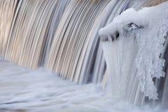 Cascade de l'hiver Images libres de droits