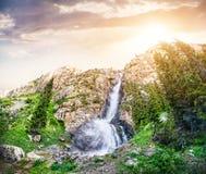 Cascade de montagne Image stock
