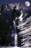 Cascade de montagne de nuit Images libres de droits