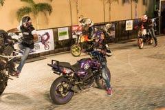 Cascade de motocyclette de style libre, semaine de vélo d'Inde Photographie stock libre de droits