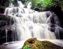 Cascade de Mundang dans Petchaboon, Thaïlande Images libres de droits