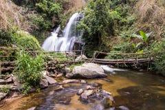 Cascade de Pha Dok Sie en parc national de Doi Inthanon, Chiangmai Thaïlande Image libre de droits