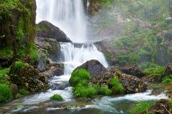 Cascade de rivière de Belelle. NEDA, un Coruña, Espagne Photo libre de droits