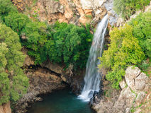 Cascade de rivière de la Sarre, Golan Heights, Israël Photographie stock libre de droits