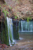 Cascade de Shiraito dans la saison d'automne images libres de droits