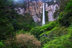 Cascade de Sipisopiso, Medan, Indonésie Photographie stock libre de droits