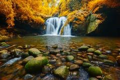 Cascade de Sirithan en parc national de Doi Inthanon, Chiang Mai, Th photographie stock libre de droits