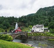 Cascade de Steinsdalfossen dans Steine, Norvège photo stock