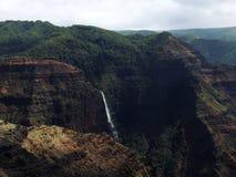 Cascade en canyon de Waimea, Kauai, Hawaï Photo stock