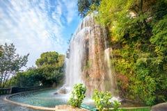 Cascade en château de Parc de la Colline du Gentil, ` Azur, France de Cote d photo libre de droits