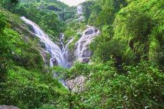 Cascade en forme de coeur La cascade de Pitugro est située dans la forêt profonde d'Umpang, Thaïlande photos libres de droits
