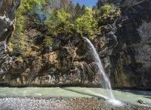 Cascade en gorge d'Aare Photographie stock libre de droits