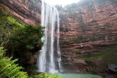 Cascade en montagnes à Chongqing photographie stock libre de droits