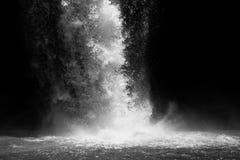 Cascade en noir et blanc Photographie stock libre de droits