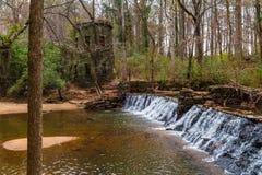 Cascade en parc de Lullwater, Atlanta, Etats-Unis Images libres de droits