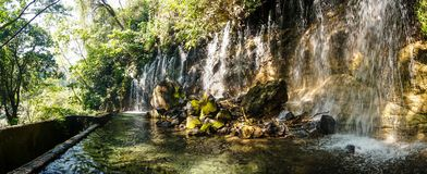 Cascade en parc national d'EL Imposible, Honduras photographie stock