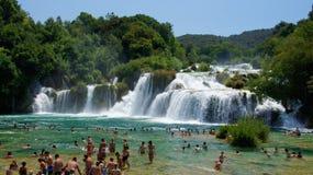 Cascade en parc national de la Croatie dans KRKA Photo stock