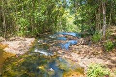 Cascade et courant dans la forêt dans Itacare Image libre de droits