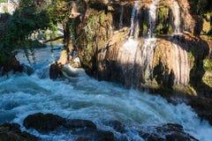 Cascade et rivière Photographie stock