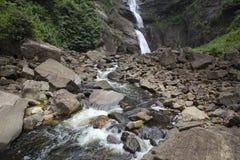 Cascade et rivière scéniques Images libres de droits
