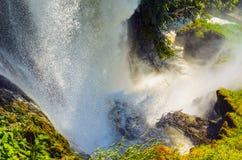 Cascade goutte de l'eau en rivière du rebord Photo libre de droits