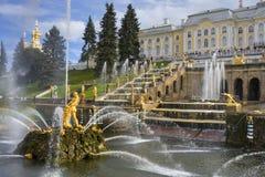 Cascade grande dans Pertergof, St Petersburg Photographie stock libre de droits