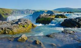 Cascade islandaise en Islande, Godafoss, belle vue vibrante de photo de panorama d'été Images libres de droits