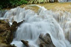 Cascade Kroeng Krawia, province de Kanchanaburi, Thaïlande Photos stock