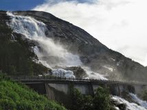 Cascade Langfossen en Norvège Photos libres de droits