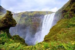 Cascade majestueuse puissante à la cascade de Skogafoss, Islande Images libres de droits