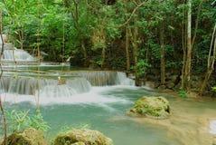 Cascade minimum de ka de mae de Huay en Thaïlande Photographie stock libre de droits