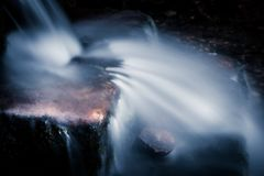 Cascade minuscule dans le Sussex photographie stock libre de droits