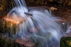 Cascade minuscule dans le Sussex images stock