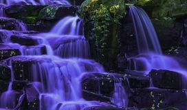 Cascade ornementale de cascade - Virginia Water, Surrey, Royaume-Uni photographie stock libre de droits
