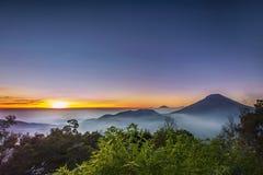Cascade, paysage, nature, clauds, cieux, ciel, coucher du soleil, lever de soleil, lac, Photos stock