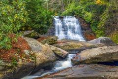 Cascade pendant l'automne dans les Appalaches Images libres de droits