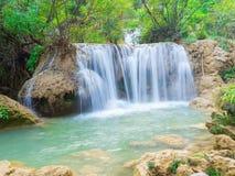 Cascade profonde de forêt au parc national de cascade de Lo Su de thi de Namtok, Umphang, Tak Province Thailand Photographie stock libre de droits