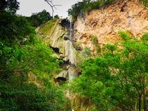 Cascade profonde de forêt en cascade de la Thaïlande Erawan Images libres de droits