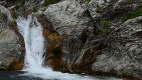 Cascade Sinia Vir clips vidéos