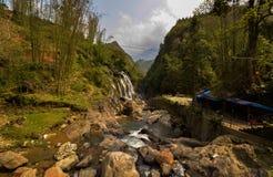 Cascade sur la colline Image libre de droits