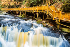 Cascade sur peu de crique de Bushkill Photographie stock libre de droits
