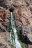 Cascade van binnenuit de rots Royalty-vrije Stock Foto