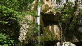 Cascade van mooie watervallen stock videobeelden