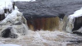 Cascade Voitsky Padun, jour d'hiver La Car?lie, Russie banque de vidéos