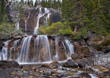 Cascades à écriture ligne par ligne d'embrouillement, ab, Canada Images stock