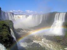 Cascades à écriture ligne par ligne d'Iguazu photos stock