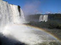 Cascades à écriture ligne par ligne d'Iguazu images stock