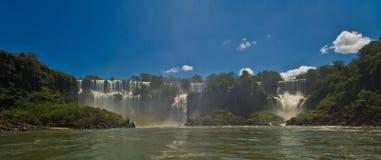 Cascades à écriture ligne par ligne d'Iguazu, Argentine photos stock